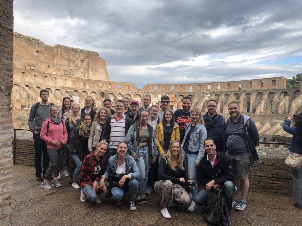 Gruppenbild im Kolosseum